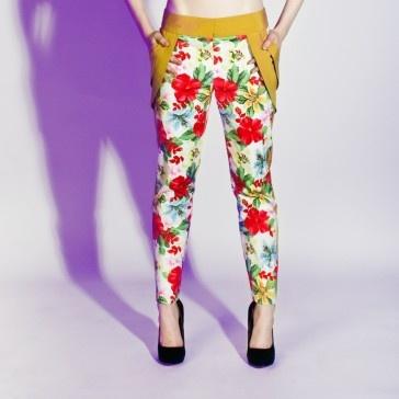 Spodnie w kwiaty Momi-ko