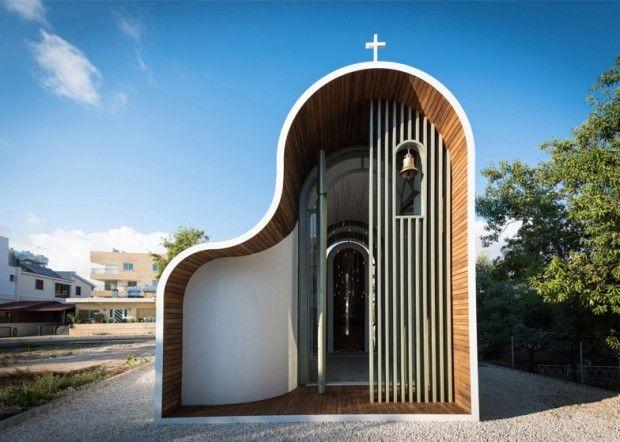 L'architecte Michail Georgiou a fusionné deux formes typiques de l'architecture de l'église byzantine afin de créer cette chapelle à Chypre d'une forme courbée inhabituelle.  Située dans la ville côtière de Paphos, la chapelle dispose d'un profil à deux bosses qui se prolonge sur toute la longueur du bâtiment. Michail Georgiou s'est inspiré de l'architecture ecclésiastique orthodoxe locale couplée à une série de méthodes et de matériaux de construction innovants...