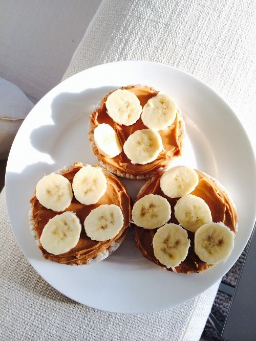 English muffins with peanut butter and bananas.