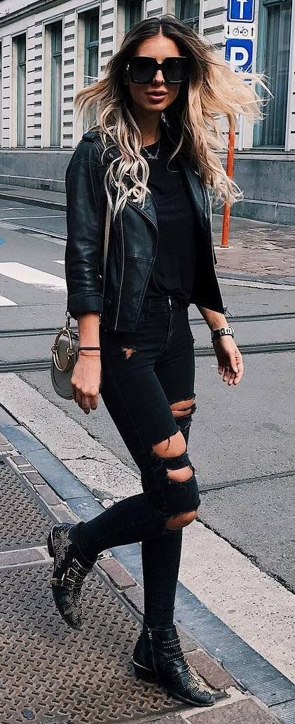 street style addict / blck leather jacket + tee + bag + ripped jeans + boots