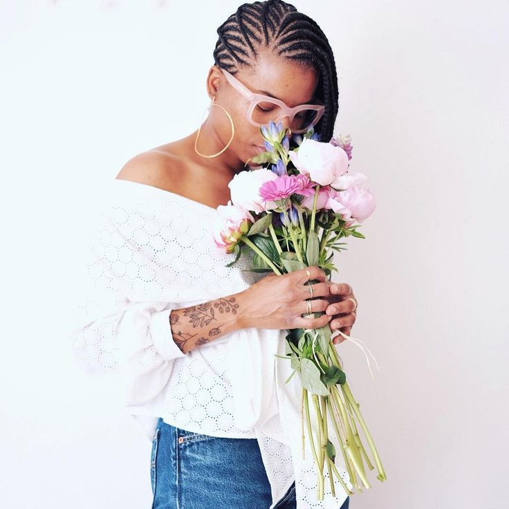 enjoying my Mother's Day flowers and my new hair - and Joyeuse Fête des Mères to all the cool mothers that I know #peonies#pink#bouquet#blackgirlmagic#brownparisiangirl