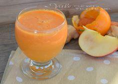 Centrifuga con mela arancia carota e zenzero,buona,ricca di vitamine e proprietà,ideale per chi vuole stare leggero, ed ha bisogno di depurarsi.