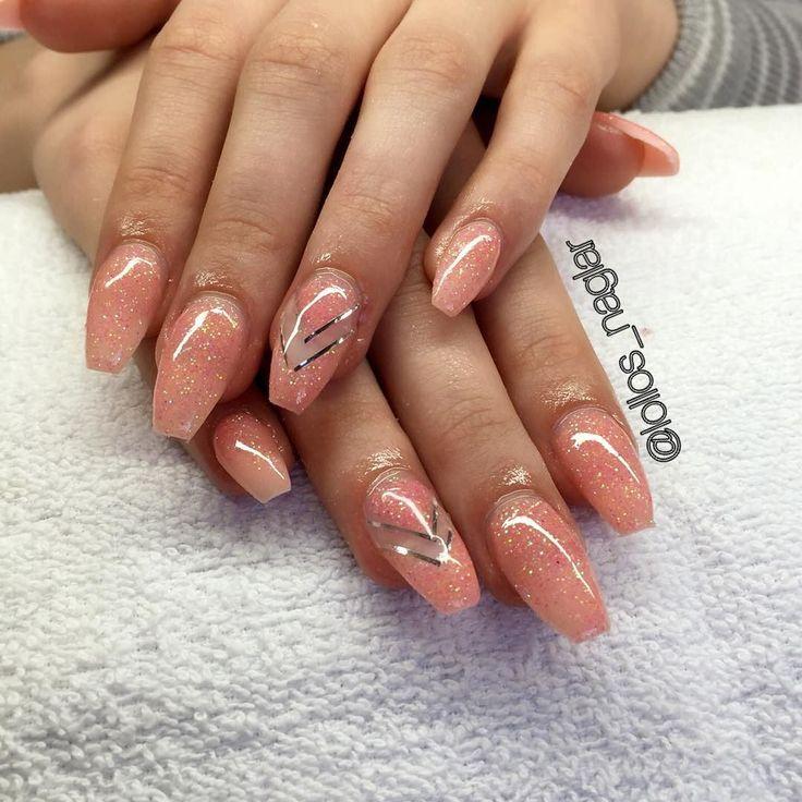 Egenblandat glitter med silverstripes på Therese Så svårt att få rätt färg. Den är mer rosa/aprikos egentligen. #nailporn #nailtech #gelnails #gelenaglar #nagelförlängning #glitternails #naglar #nailswag #vackranaglar #nailstagram #nailart #nails #scra2ch #hudabeauty #gliter #nailart #coffinnails #melformakeup #essie #vegas_nay #nsi #nailpromote #longnails #nailartgallery #glamandglits #notd by lollos_naglar