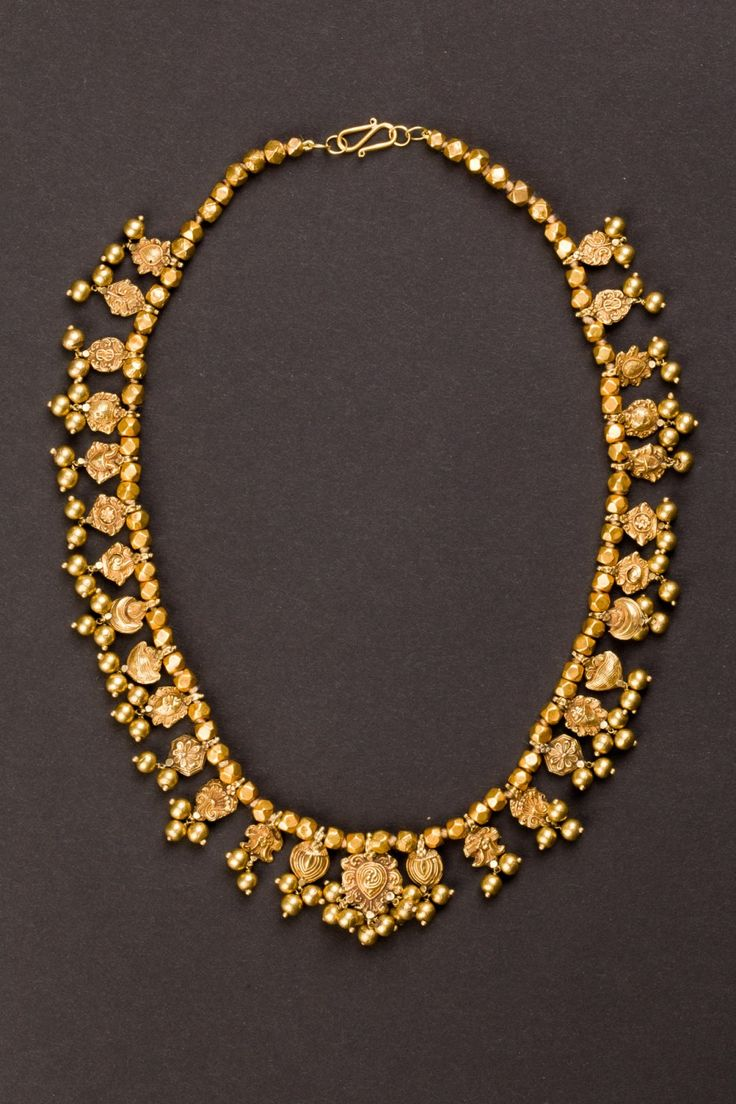 Maharashtra, Central India | 22kt gold Wedding necklace with 29 pendants. ca. early 1900s.