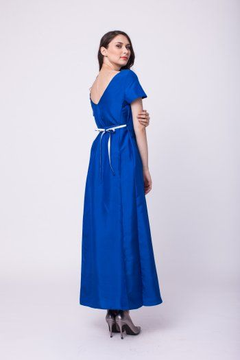 Silk long dress with mid-cut back and waist girdle