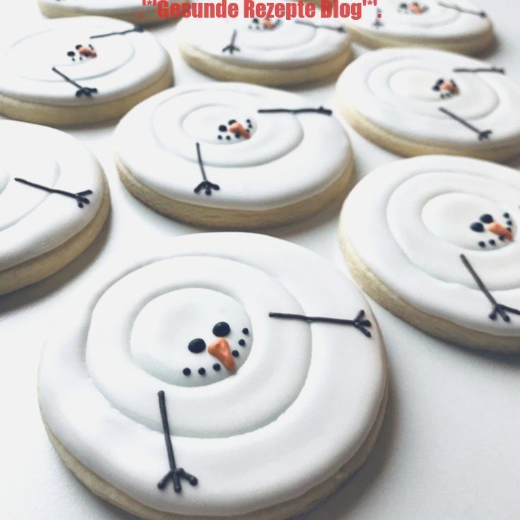 Estas pequeñas galletas de azúcar gorditas decoradas con muñecos de nieve …   – Kochtipps