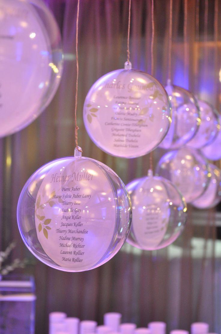 Plan de table mariage Boules transparentes suspendues. Création Trait d'Em