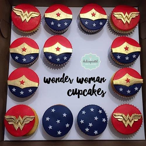 Wonder Woman Cupcakes Mujer Maravilla - Cake by Giovanna Carrillo