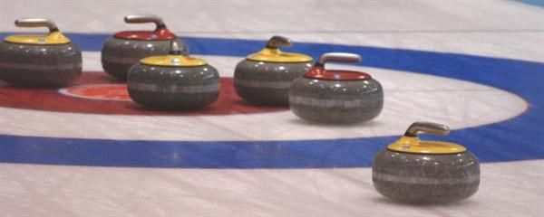 Dra hit og spill curling