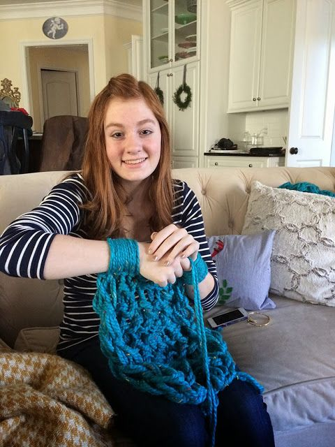 How to arm-knit an infinity scarf. You don't even have to know how to knit! Video included :)