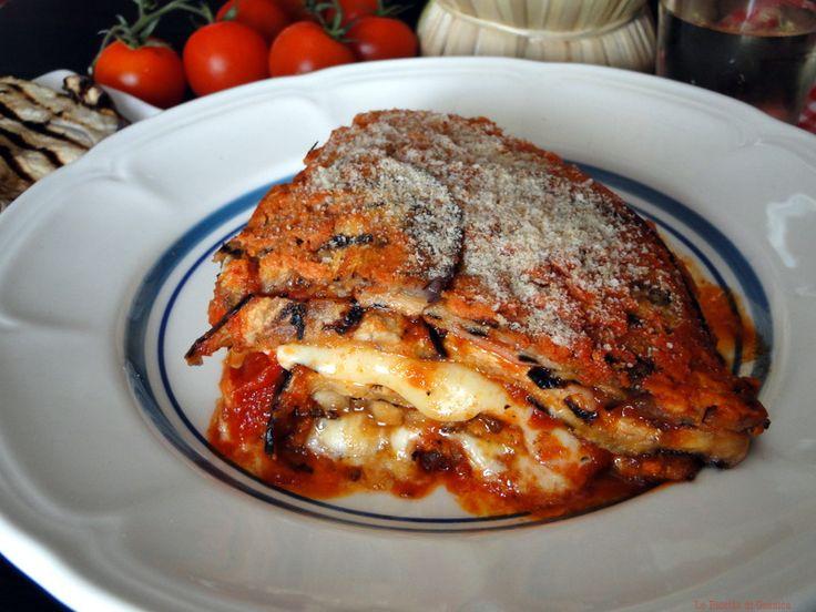 Ricetta per Preparare la PARMIGIANA DI MELANZANE IN PADELLA. Ricetta tipica siciliana senza cottura in forno veloce. Antipasto o secondo piatto caldo freddo