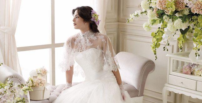 Abito e mantellina Colet  http://www.unadonna.it/matrimonio/la-sposa-del-futuro-le-tendenze-per-gli-abiti-2014/31331/
