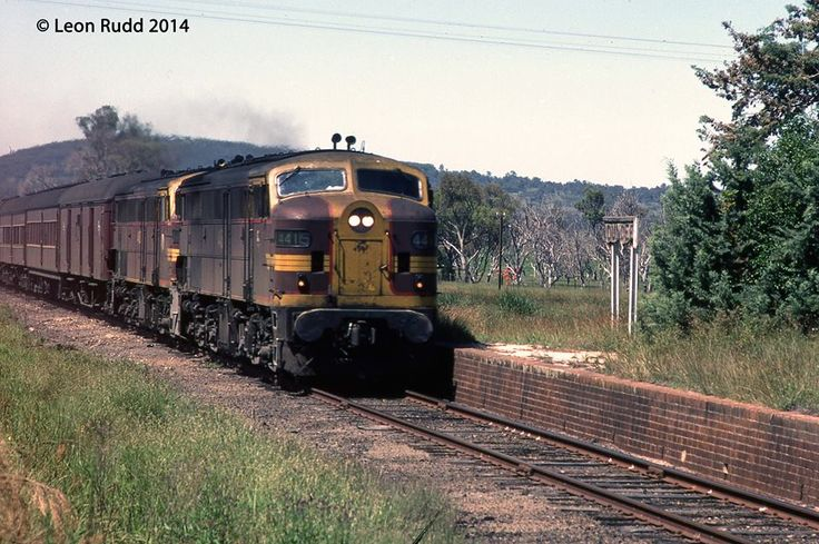 Goodwin Alco 44 class units 4415 & 4430 run through Dundee hauling the down Tenterfield Mail on 14/01/1983. Dundee is between Glen Innes and Tenterfield on the Great Northern Railway. Photograph by Leon Rudd.