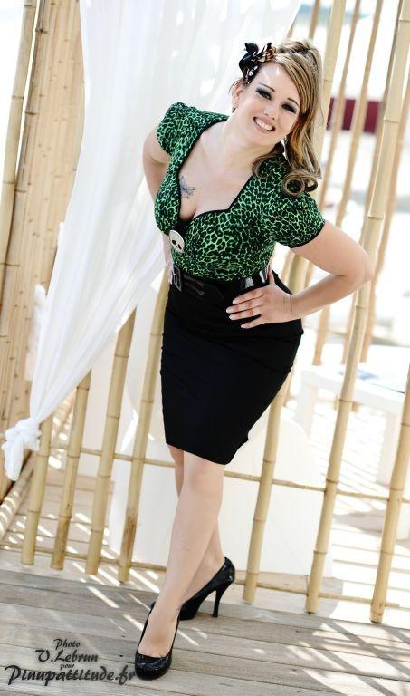 La robe troublemaker version léopard vert   ROBES PIN UP ATTITUDE : La fabuleuse robe Troublemaker bicolore ici en version léopard vert avec sa ceinture vinyl noire et sa broche détachable. http://www.pinupattitude.com/gamme.htm?products_name=La+robe%20troublemaker%20version%20l%E9opard%20vert_id=1#  #robe #vintage #oldschool #rock #pinup #attitude #retro #50s #rockabilly #glam #bettiepage #troublemaker #leopard