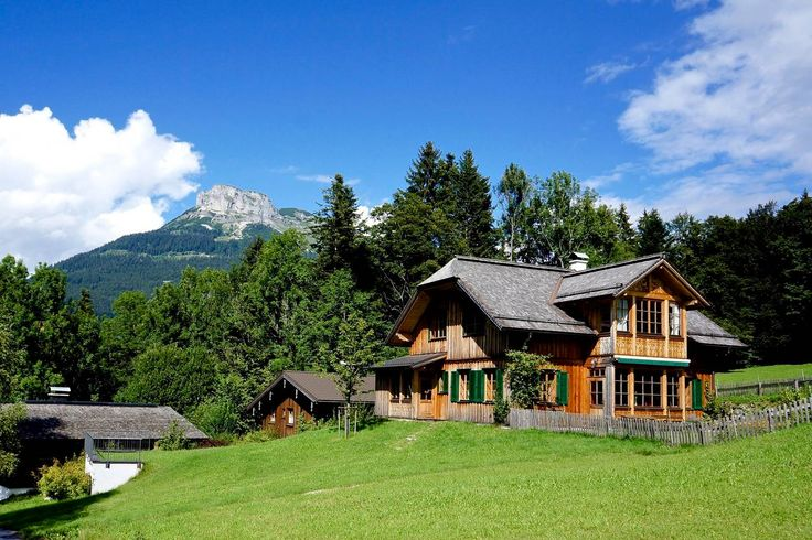 Ganze Unterkunft in Altaussee , AT. This bright and spacious cottage was build in 2012 with high environmental standards and offers a total area of 180 sqm on 2 levels. The open plan ground floor holds the dining and living area, the kitchen, entrance and a small bathroom. The house...