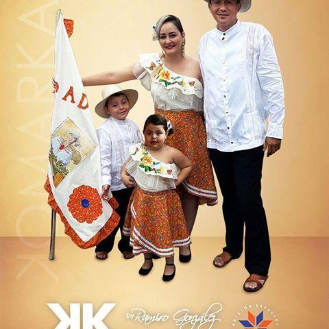 Arte en prendas de vestir KomarKas. En esta ocasión presentamos nuestro trabajo para la Familia Rodriguez Castillero. Para ellos creamos camisillas blancas con alforzas y trencillas a juego. Para ellas creamos juego de falda de zaraza tiriada y blusa de manta sucia y organza, pintada a mano con su abanico. KomarKas el arte más cerca de ti. . . Para pedidos envia tu mensaje a nuestras redes sociales o al whatsapp 6252-5153. #KomarKas #PinturaArtística #PinturaTextil #Arte #Moda…
