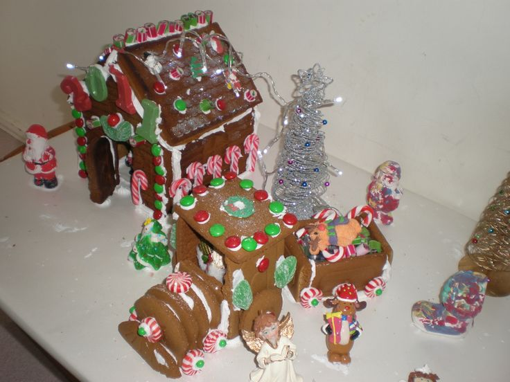 OK, this is not kid related, but this was our 2011 gingerbread house that we all love to devour on xmas day :)