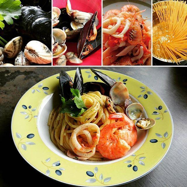 Spaghetti allo scoglio. Si, anche in Alto Adige arrivano pesce e molluschi freschi di giornata  Così gustosi! Yes, in South Tyrol daily fresh fish and mussels are available too  So savoury!  #spaghetti #scoglio #instafish #instafood #foodlover #southtyrol #tastesouthtyrol #igersitalia #iloveitaly #healthy #eatwell #enjoy #taste #thechefinme #misstasteandwine #homechef #foodpics