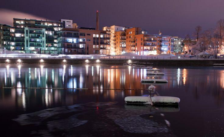 #Tampere bei Nacht http://www.finnland-rundreisen.com/de/Reiseziele/Tampere  Foto: Kari Savolainen
