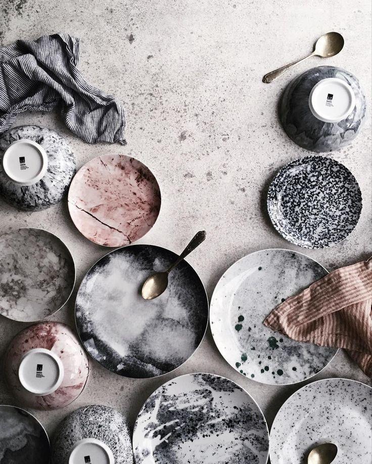 Schöne Farbpalette und Stillleben aus Keramik. Ge…