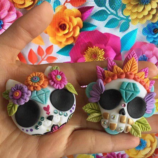 Nos encanta hacer este tipo de trabajos  información y pedidos al +56986146232 #sugarskull #mexican #love #like #follow #floral #colorfull #flowers #hechoenchile #handmade #porcelanafria #polymerclay
