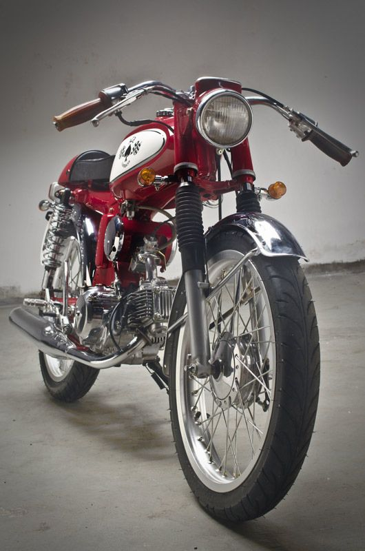 It's not fast but it is beautiful. At around 6hp the Honda S90 has been a reliable staple for many in countries like Bali and Vietnam over the last few decades. Edy Wahono, owner of Island…