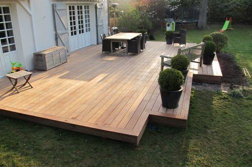 Terrasse en bois sur sol naturel