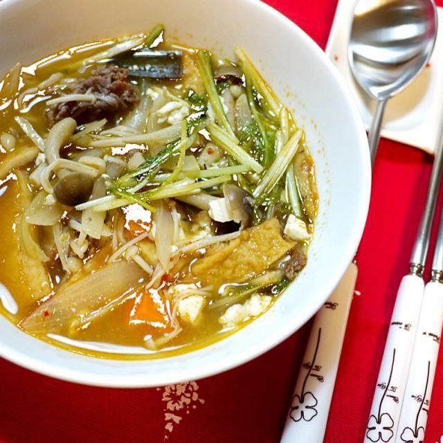 牛肉、キムチ、オムク(韓国オデン)、豆腐、玉ねぎ、人参、エノキ、シメジ、水菜、、具沢山のテンジャンチゲです。 これだけでお腹が一杯になりました ^ ^ - 12件のもぐもぐ - キムチテンジャンチゲ by ykoko
