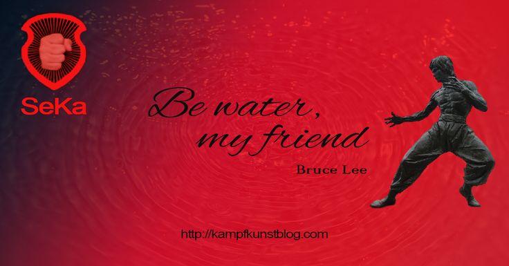 Be water, my friend ist ein Zitat von Bruce Lee. Doch was bedeutet es? Um