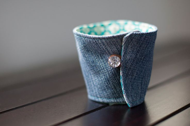 Small Cup Cosy - fits most small/med takeaway coffee cups  **Listing is for 1x Small Cup Cosy only**  Small Cup Cosy - fits most stand...   https://nemb.ly/p/4JgCGJ2lHW Happily published via Nembol