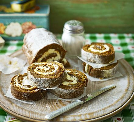 The flavours of the traditional biscuit are turned into a Swiss roll, with added nutmeg, cinnamon, banana in the sponge and a touch of fig jam