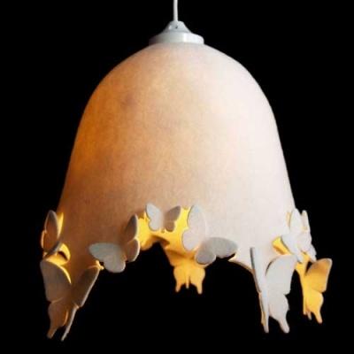 DELIGHT LACIE Crème wolvilt  Prachtige lamp van 100% wolvilt. Ontworpen door de ontwerpster Nahoko Koyama (Londen). Gebruik bij een lamp van wolvilt altijd een spaarlamp of led-lamp omdat deze minder warm worden. Deze lampenkap wordt geleverd met een witte kunststof snoerpendel. De kleur(en) van de lamp zijn een benadering van ...