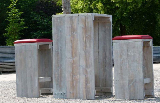 Der WITTEKIND 2er Stehtisch besticht nicht nur durch das außergewöhnliche Material und seine zeitlose Optik, sondern auch durch seine optimale Größe von 110 Zentimetern zu (in Deutschland) genormten Bars, Theken, Tresen und Barhockern.