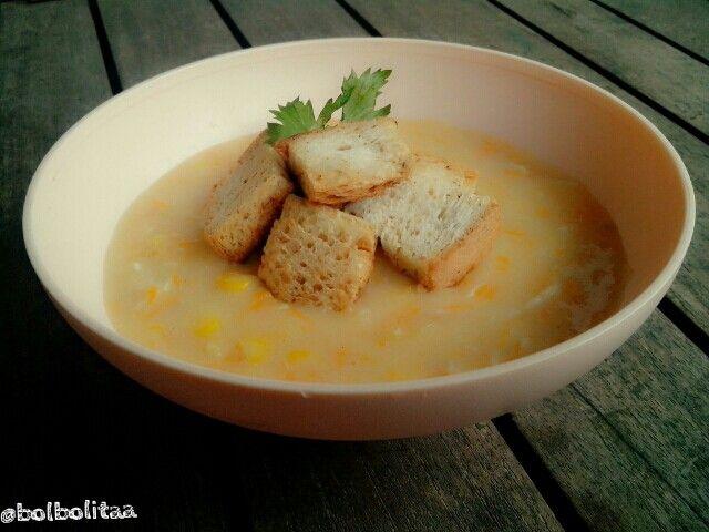 Cream soup w/garlic bread