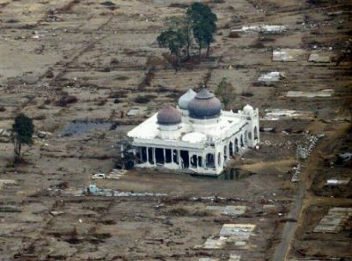 SubhaanAllah, the another merical of Allah, in strom and earth quake  the mosque of  in Indonesia and are save,