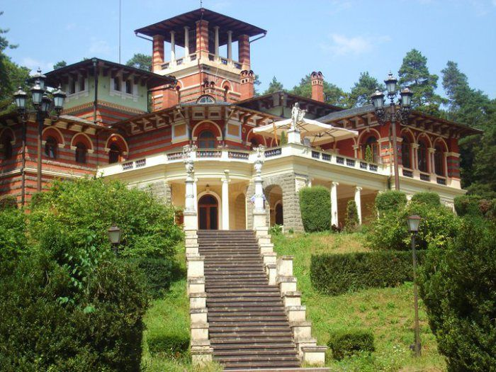 The amazingly beautiful palace, which has adorned Likani for many years, was built in 1892-95 by architect Leontin Nikolaevich Benua. It is located close to Mtkvari River. It used to be a favored vacation spot of the Russian royal family, the Romanovs.