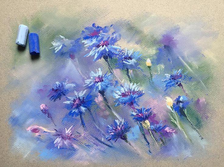Совсем не в моей манере. Но иногда мой внутренний ребёнок хочет пошалить. Помахать мелочкамиБыстрая зарисовка васильков Бумага Canson, пастель Schmincke #пастель #рисуюпастелью #цветыпастелью #цветы #васильки #softpastels #softpastel #canson #cansonpaper #flowers
