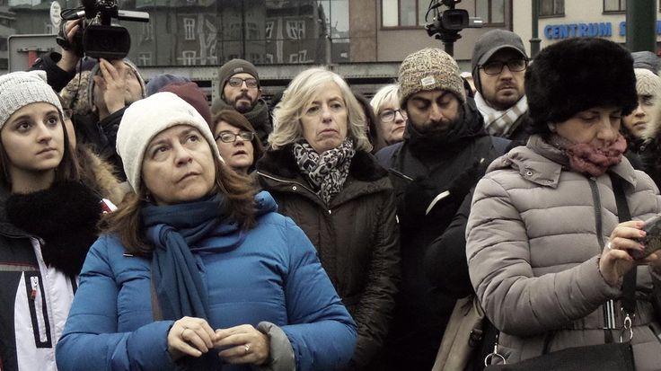 E' atterrato a Cracovia l'aereo con i 200 studenti delle scuole superiori eil ministro dell'Istruzione, Stefania Giannini. Il ministroaccompagna i ragazzi per il 'Viaggio della memoria' ad Auschwitz eBirkenau. Nel viaggio anche alcuni sopravvissuti italiani del campo di sterminio