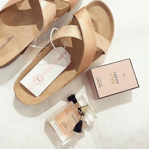Slippers from our #HKMspa collection and the new Forever Pretty perfume! #wellness #perfume #musthaves #hunkemöller @a.vardanian