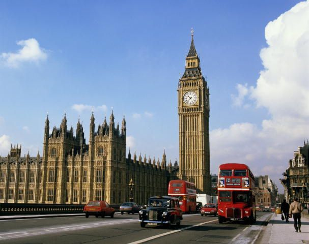 Башня с часами - Биг-Бен (Big Ben).