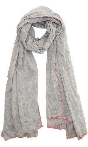 Berka Scarf. Mælkedrengstribet tørklæde fra Plus Fine i sort og hvidt. Tørklædet har koralfarvet kontrastkant.  Materialet er 100% bomuld.