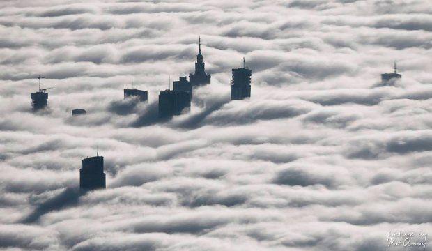 Warszawa skąpana w chmurach