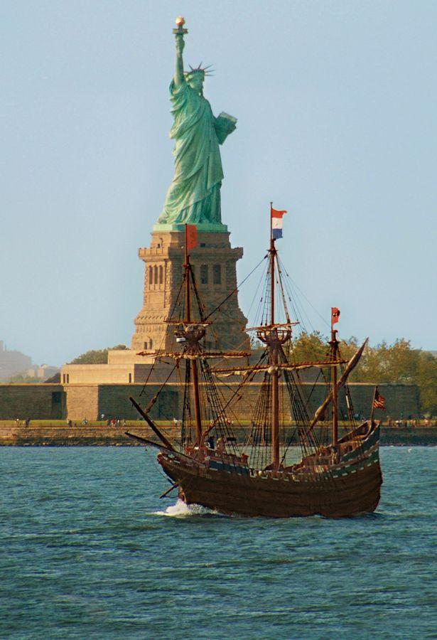 Liberty Island Wallpaper Ferry
