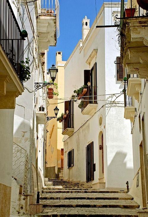   ♕   Vicolo bianco - Puglia, Italy   by © L▲Iv   via ysvoice  Grottaglie, Apulia, Italy
