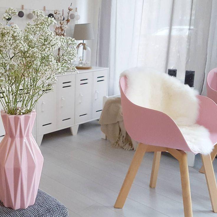 #kwantuminhuis Stoel NEW YORK > https://www.kwantum.nl/meubelen/stoelen/eetkamerstoelen/meubelen-stoelen-eetkamerstoelen-kuipstoel-new-york-roze-1323023 @greanna