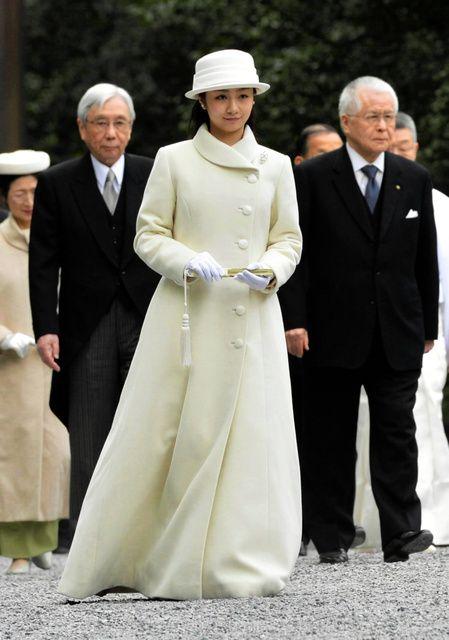 佳子さま、伊勢神宮参拝は白のロングドレス姿【画像】
