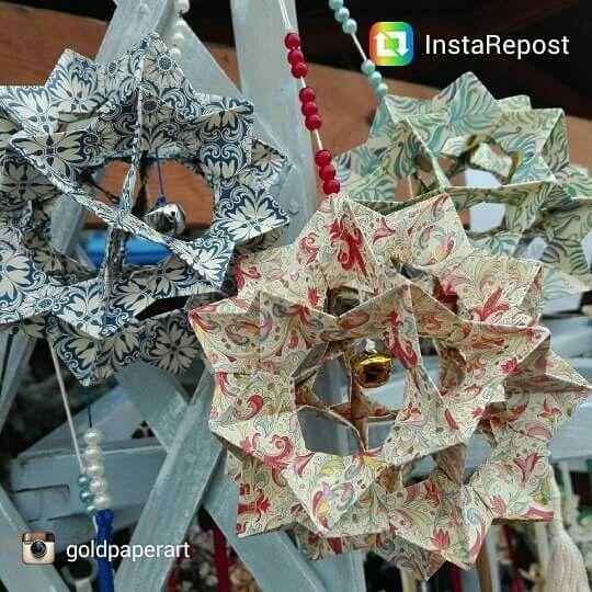 Magnifiche decorazioni  natalizie realizzate da @goldpaperart  con le carte di Kartos