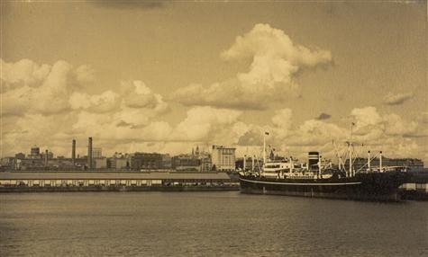 Ship at No.8 Berth, Victoria Dock, West Melbourne, Victoria, 1935  Photographer: Roy Leibig