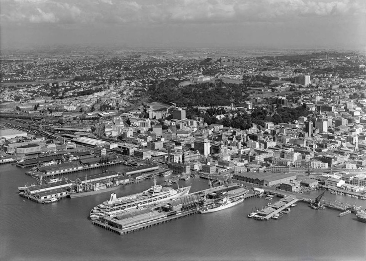 Cruise liner Canberra at Princes Wharf 1968.