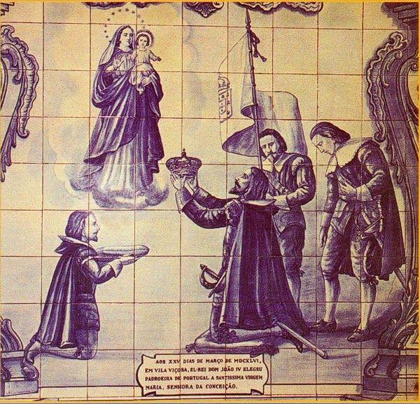 Rei de Portugal D. JOÃO IV (1604-1656), O Restaurador.  Retirou da cabeça sua corôa real e ofereceu-a à Imaculada Conceição e proclamou-a Padroeira e Rainha de Portugal. A partir desse dia NUNCA mais os Reis puseram corôa na cabeça, sendo representados em pinturas com a mesma sobre uma almofada ao lado.